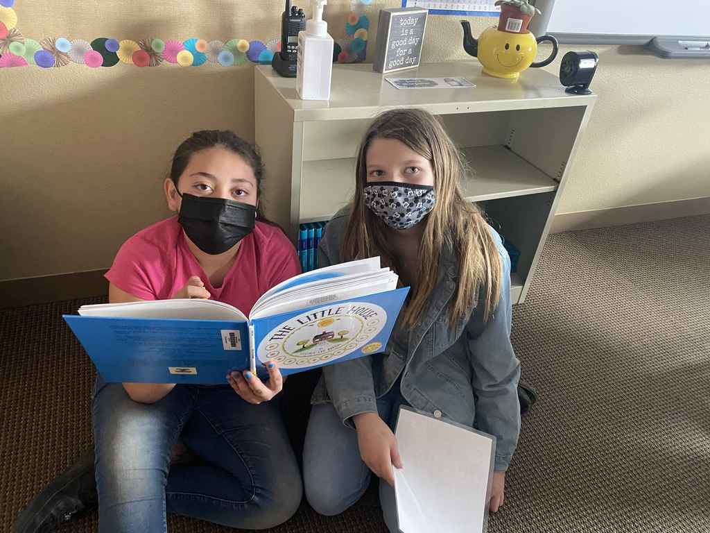 Students reading together at Manse Elementary