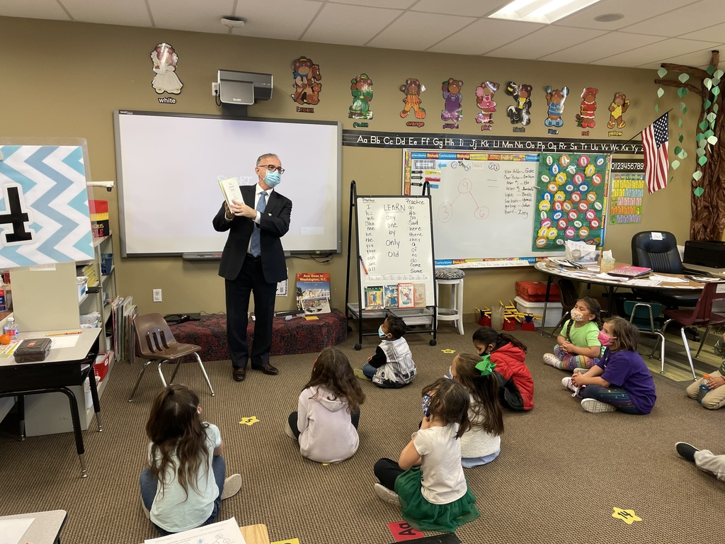 Dr. Shillingburg reading to students